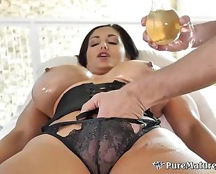 Huge bazookas cougar milf ava addams oiled up massage fuck