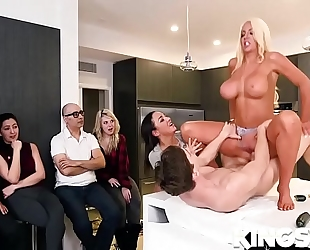 Amara romani, nicolette shea in got juice