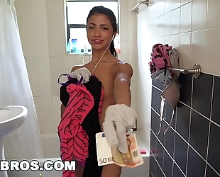 Bangbros - miniature lalin girl cleaning slutwife veronica rodriguez takes a large 10-Pounder