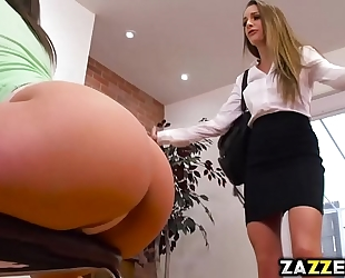 Abella danger returns the lesbo favour to kimmy granger