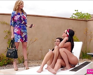 Hot lesbo blair summers julia ann amd rahyndee james in lesbo sex