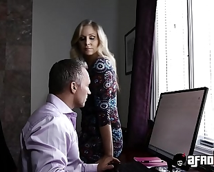 Platinum pornstar julia ann drilled by a monster dark dong