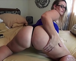 Chubby black cock sluts copulates her gazoo with toys