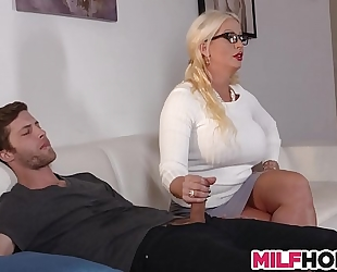 Stepdaughters boyfriend enticed by mama