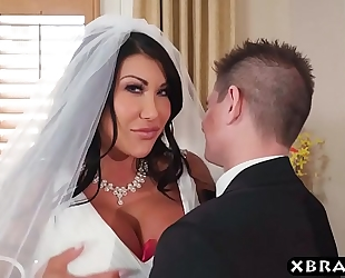 Huge marangos bride cheats on her wedding day with the most good fellow