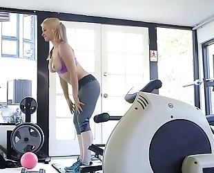 Sarah vandella large boob workout
