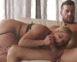 Ramon Nomar bangs pretty blonde PAWG in the living room