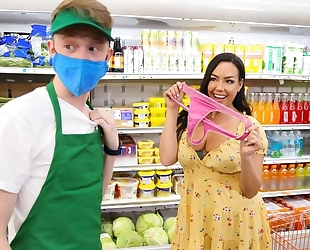 Young dude bangs gorgeous brunette in the grocery store