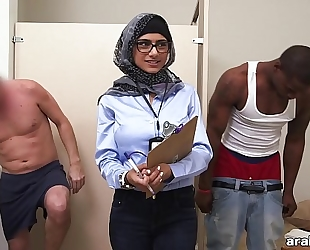 Mia khalifa the arab pornstar measures white dick vs dark rod (mk13768)