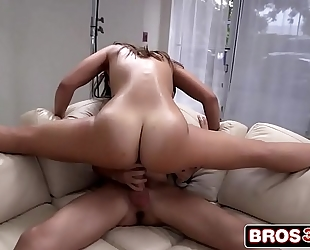 Big booty kelsi monroe begins swinging on a large wang