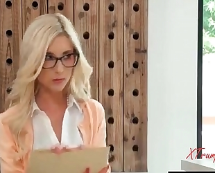 Showing her whos boss (nicolette shea and piper perri)