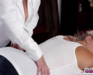 Watch and learn how to take up with the tongue slit with mia malkova